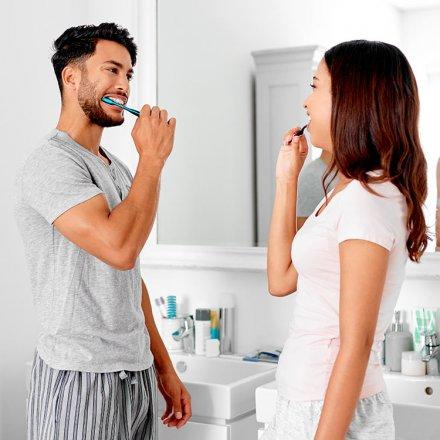 Natürliche Zahnpasta - gegen unschöne Verfärbungen