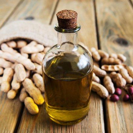 Natives Erdnussöl in Bio-Qualität