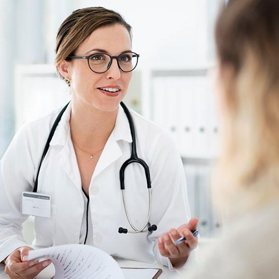 Arzt Bluttest bei Eisenmangel