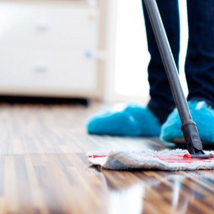 Boden-Wischpflege mit Salbei- und Lavendelöl