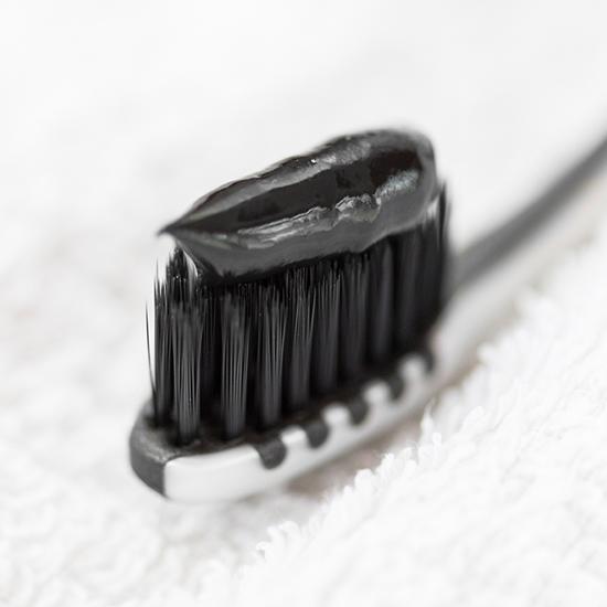 Zahnpasta Black