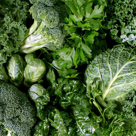 Grünes Gemüse auf einem Teller