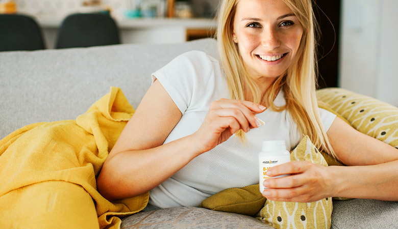 Woman holding the B vitamin mix