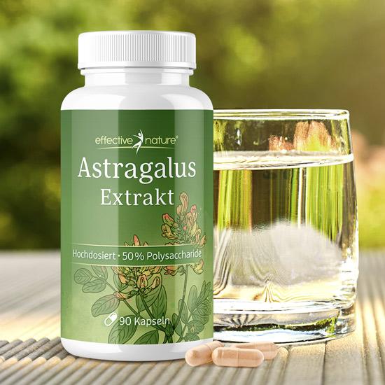 Astragalusextrakt von effective nature mit einem Glas Wasser