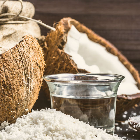 Kokosnuss und das daraus gewonnene MCT-Öl